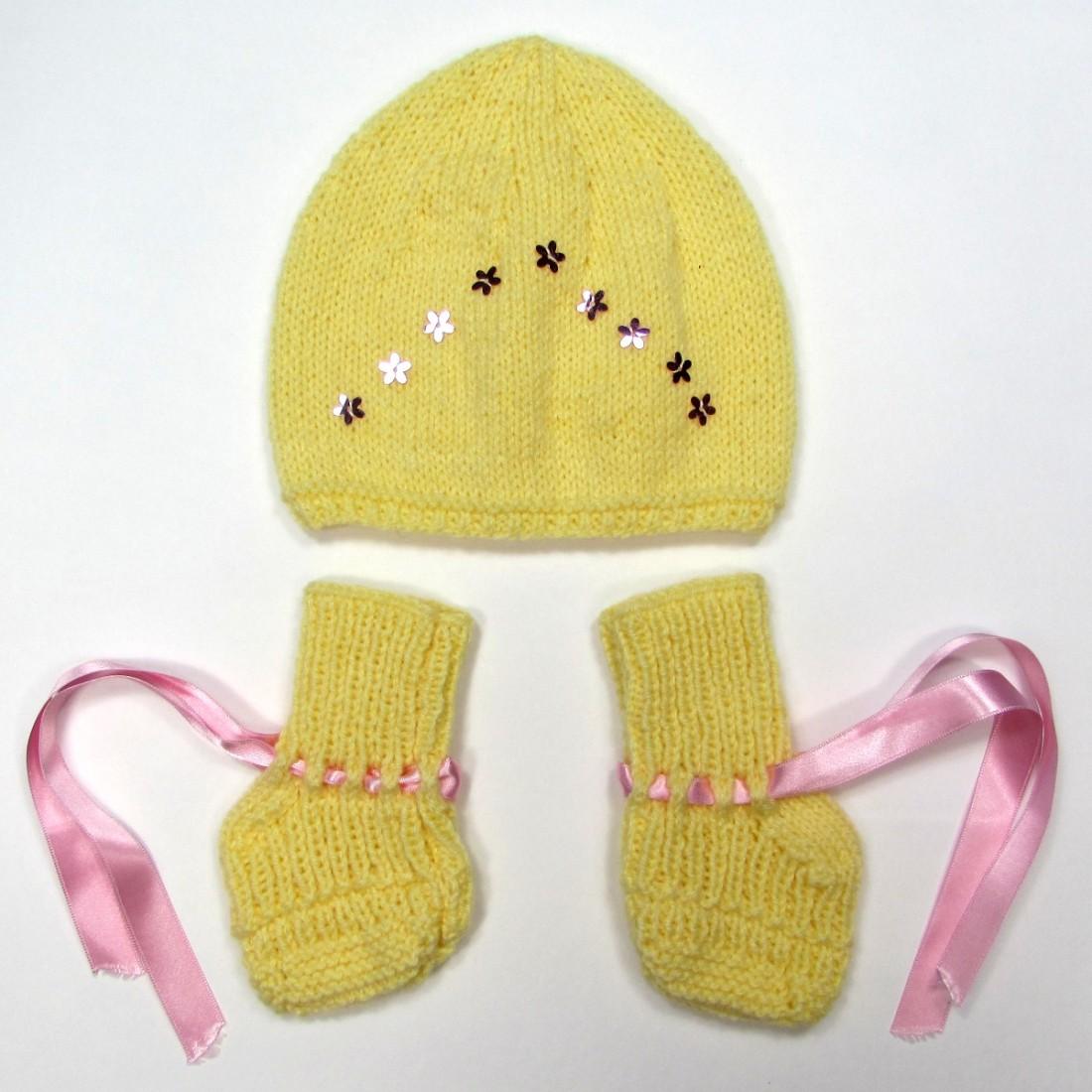 668072faecf8 Bonnet chaussons tricot jaune poussin ruban paillettes naissance fille