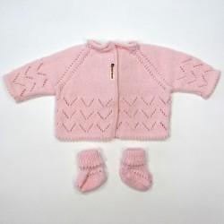 Trousseau brassière et chaussons en point ajouré rose dragée bébé fille 1 mois