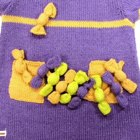Poche et liane de bonbons au tricot sur tunique bébé fille 2 ans