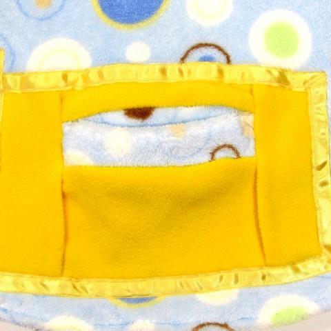 Détail de la poche sweatshirt bébé avec passepoil