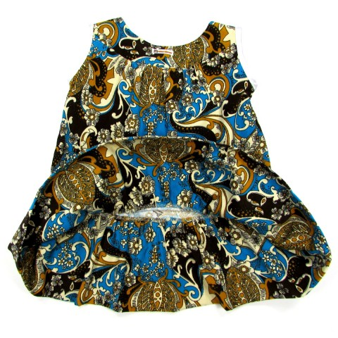 Large volant doublé au bas de la robe bébé fille en velours bleu turquoise
