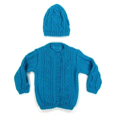 Cardigan et bonnet bébé fille en laine turquoise fermé par des boutons bûchettes identiques