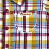 Détail de la poche et des boutons sur la chemisette bébé garçon à carreaux
