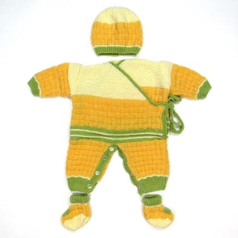 Trousseau naissance garçon avec combinaison, bonnet et chaussons au tricot