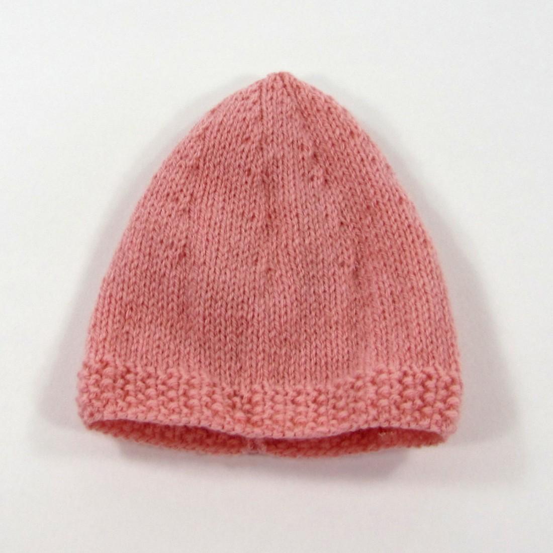 04c576c1615d Bonnet de naissance en laine rose poudre tricoté pour bébé fille