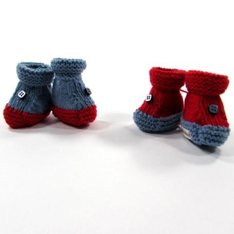 Chaussons naissance bébé garçon en tricot fait main couleur rouge et bleu
