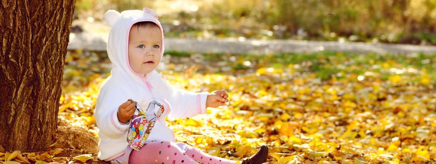 Bébé en automne tricots et vêtements